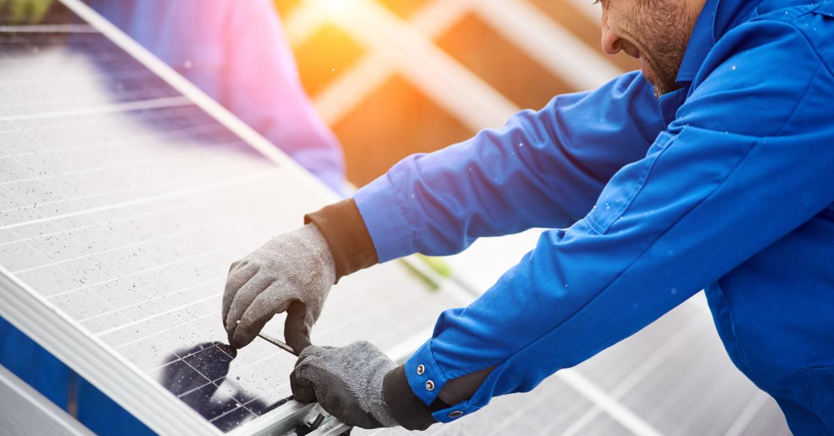 Rakentaminen aurinkopanelit pieni hiilijalanjälki