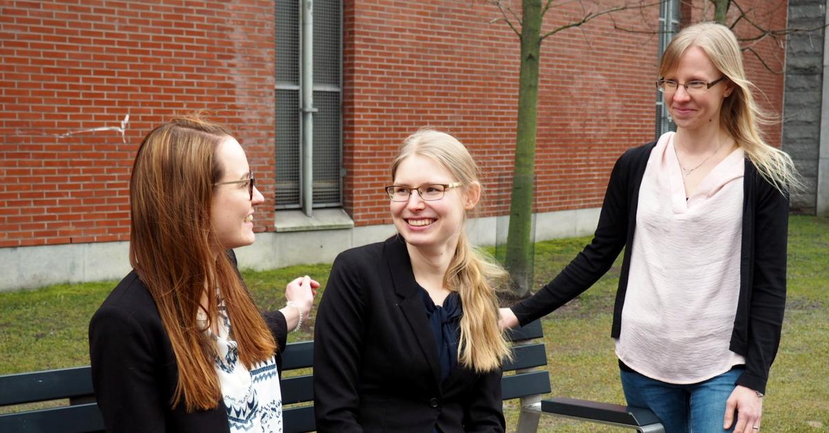 Kuvassa vasemmalta: Mari Kärppä, Neea Huttunen ja Laura Montin.