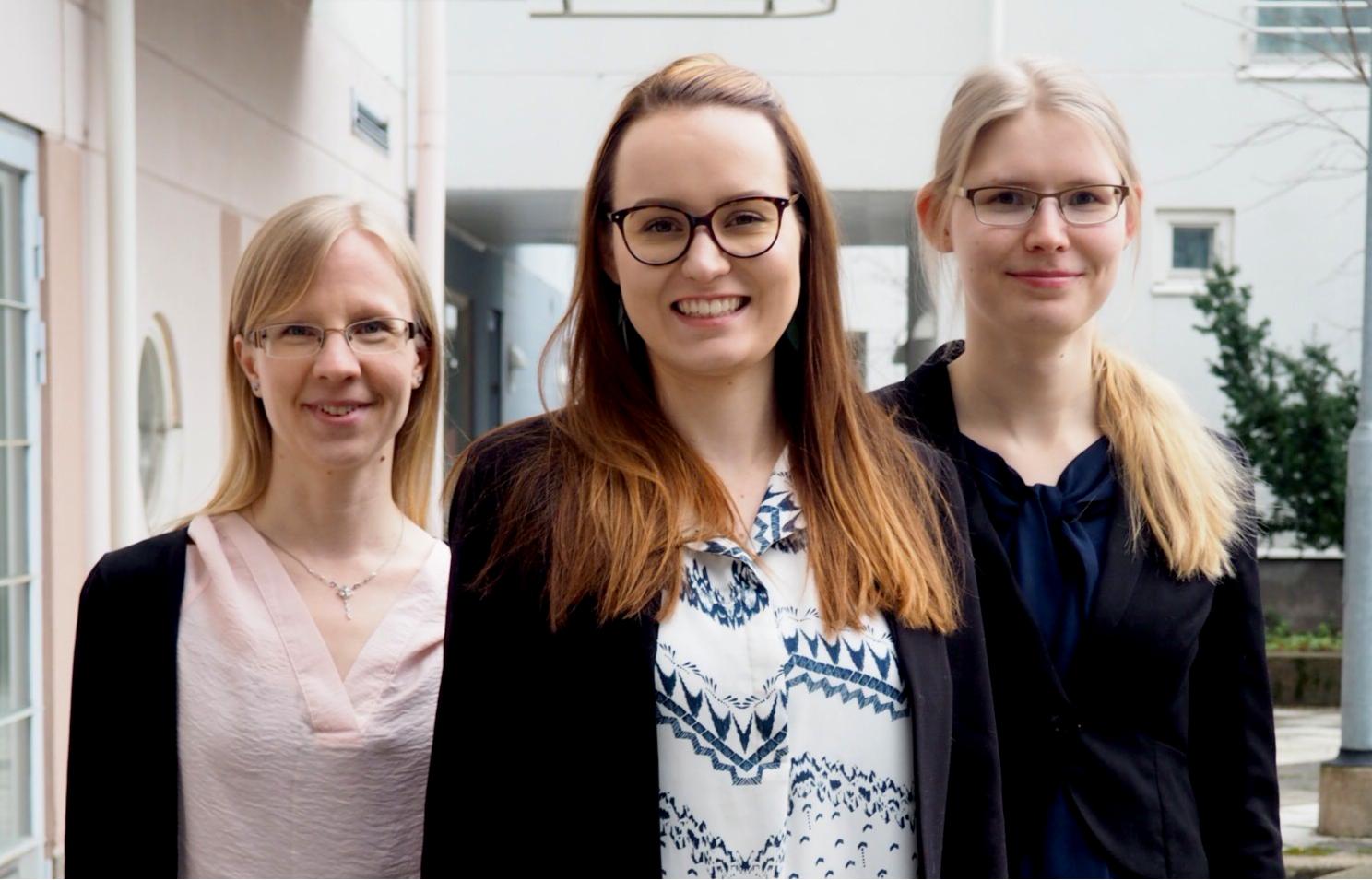 Kuvassa vasemmalt: Laura Montin, Mari Kärppä ja Neea Huttunen.